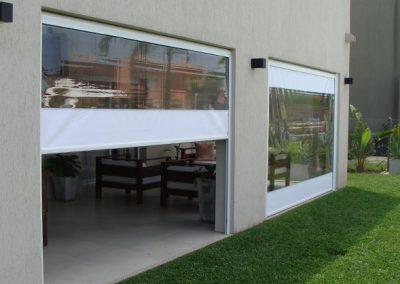 toldo vertical con ventana de talco transparente